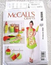 6978 SEWING PATTERN~UNCUT~MISSES APRON~3 SZs&OVEN MITT&SHAPED POT HOLDER&TOWEL++