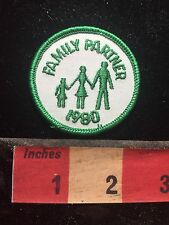 FAMILY PARTNER 1980 Patch ~ Nuclear Family With 1 Child Holding Hands 75WZ