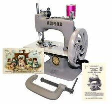 Singer 20 Toy Child Miniature Sewing Machine 4th MODEL 1950 with ORIGINAL CLAMP