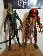NECA 1/4 CUSTOM BIG RED AND ALIEN READ