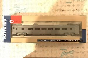 WALTHERS HO SCALE 932-6300 UNDECORATED 85' BUDD 46-SEAT COACH NIB
