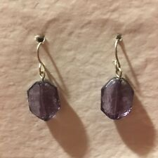 VINTAGE SILVER COLOUR FACETED PURPLE ACRYLIC DROP EARRINGS HOOK SMALL VINT 029