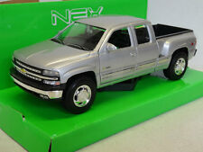 Welly: Chevrolet Silverado 1999 zilver metallic