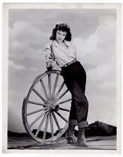 MARGUERITE CHAPMAN sexy actress w. gun VINTAGE ORIG MOVIE PHOTO