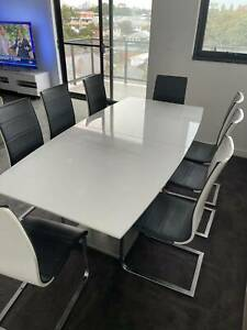 Dining extension table with 8 leather chairs