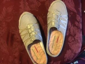 SKECHERS Womens Air-Cooled Memory Foam Slide Sneakers Relaxed Fit Size 7 M Tan