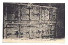 bayeux ,la cathédrale,le trésor, vieille armoire renfermant les objets du culte