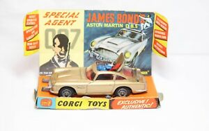 Corgi 261 James Bond Aston Martin DB5 With Its Original Inner Plinth - 1960s