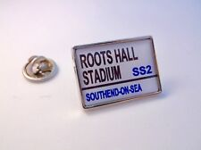 SOUTHEND STADIUM ROAD STREET SIGN LAPEL PIN BADGE GIFT