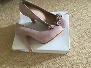 New And Boxed Light Pink Court Shoe By John Rocha UK Size 5