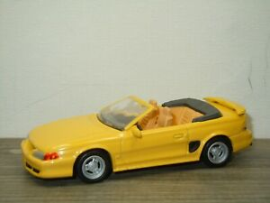 1994 Ford Mustang GT Convertible - New Ray 1:43 *52344