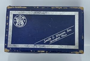 SMITH & WESSON  38 CHIEFS SPECIAL AIRWEIGHT 3 INCH MODEL 37 ROUND BUTT BLUE
