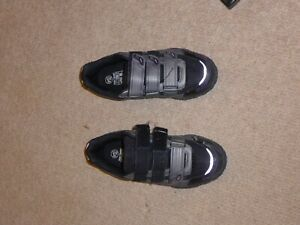 Winter cycling shoes, size 6.5 black
