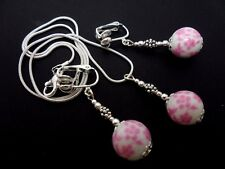 A PRETTY PINK  PORCELAIN FLOWER BEAD NECKLACE AND  CLIP ON EARRING SET. NEW.