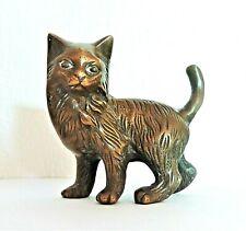 Bronze animalier: Petite sculpture représentant un chat angora.