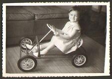 PHOTO ENFANT AVEC CYCLO A PEDALES