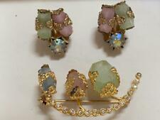 VTG PASTEL GLASS AND GOLD PLATED PIN AND EARRINGS SET- COSTUME JEWELRY