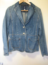 A WOMENS GAP DENIM JACKET WITH BUTTON FASTENER SIZE 10 ( MORE MEASUREMENTS BELOW