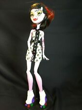 Monster High Doll OPERETTA Skultimate Roller Maze - Dress Helmet Skates