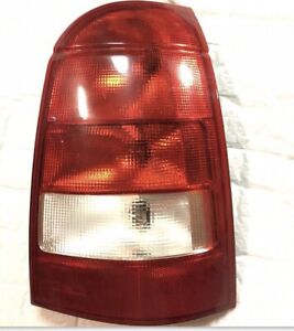 03 - 05 SATURN STATION WAGON L SERIES LW 200 300 PASSENGER RIGHT SIDE TAIL LIGHT