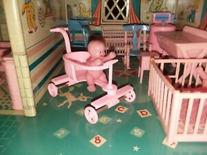 VINTAGE DOLLHOUSE NUSERY RENWAL BABY & STROLLER W/BOX / BETSY MCCALL DISPLAY ❤