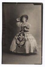 PHOTO ANCIENNE MODE FASHION Femme Théâtre ? Portrait Grande Robe Chapeau 1931