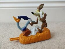 Warner Bros Wile E. Coyote and Road Runner Looney Tunes 1995 Chasing Toy Vintage