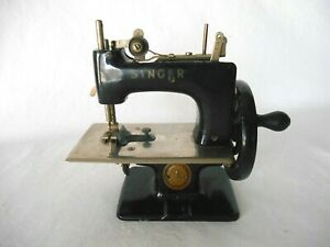 Vintage SINGER SEW HANDY MODEL 20 CHILDS' SEWING MACHINE - No Box or Clamp