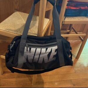 Women Nike Gym Club Duffel Bag, Black/Black/Grey NWT
