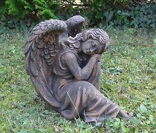 Engel sitzend  Steinfigur Gartenfigur Dekofigur Decofigur Steinguss bronzefarben
