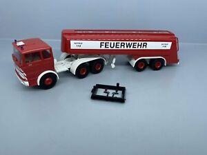 """1:87 / H0 - Brekina -  Mercedes Benz Tank-Sattelzug """"Feuerwehr""""  / 3 C 142"""