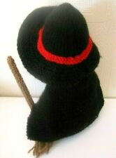 HALLOWEEN HAND KNITTED WITCH WITH HER BROOM. 8 INCHES TALL. DISPLAY?