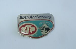 Vintage STP RICHARD PETTY NASCAR Pin Badge 25th ANNIVERSARY