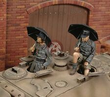 Royal Model 1/35 German Tankers Italy with Umbrellas WWII (2 Figures) 413