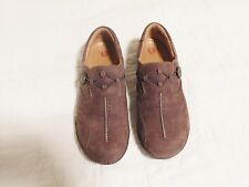 UNSTRUCTURED CLARKS CASUAL SLIP ON SHOES  - SIZE 9M WOMENS