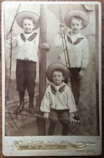 ANTIQUE CABINET PHOTOGRAPH PORTRAIT OF THREE YOUNG BOYS IN SAILOR SUITS & HATS