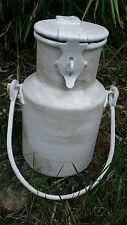 Pot à lait shabby chic blanc patiné gris clair