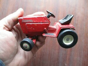 "Vintage International Harvester ""Ertl"" Lawn Tractor Die Cast Toy 1/16 Scale"