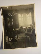 Zimmer mit Einrichtung - Sessel Stühle Lampe Schrank Teppich  Europa Stunde Foto