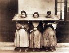 "Photographie,  ""Femmes au carcan"", Chine ancienne, , 1895         /     13 x 18"