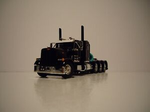 DCP FIRST GEAR 1/64 BLACK TRI-AXLE PETERBILT 379 WITH 36'' FLAT TOP SLEEPER