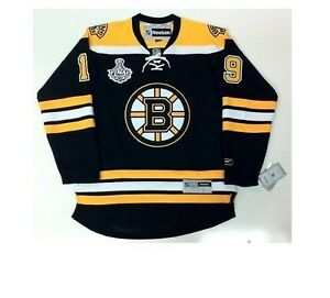 Forever Collectibles Boston Bruins 2011 Team Stripe Hooded Knit Scarf w//Pockets