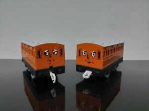 THOMAS AND FRIENDS - ANNIE AND CLARABEL - TRACKMASTER - TOMY TRAINS