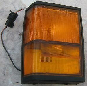1995 LAND ROVER RANGE ROVER CLASSIC OEM (RH) FRONT SIDE AND FLASHER LIGHT L983
