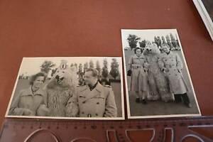 zwei tolle alte Fotos Paar mit Person im Eisbärkostüm Berlin 50er Jahre