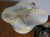 WONDERFUL VINTAGE HAND PAINTED UCAGCO CHINA DRESSER TRINKET BOX JAPAN
