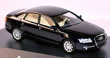 Audi A6 Typ 4F Limousine 2004-08 in PC-Vitrine Display-Box nachtblau 1:87