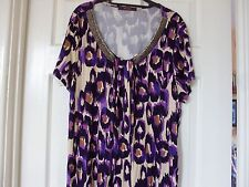 SAVOIR SHORT SLEEVE TOP IN PURPLE ANIMAL PRINT WITH V NECK EMBELLISHMENT, SZ 18