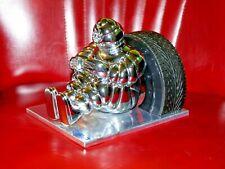 Michelin Männchen mit Reifen, Figur Vintage Metall Objekt Design Klassiker