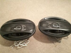 Pioneer 6x9 400W speakers in almost brand new condition (minor paint missing)